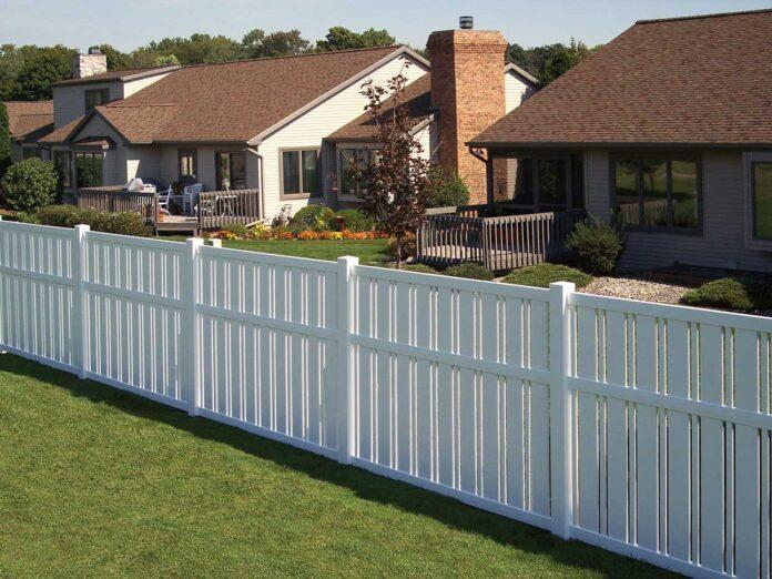 Yard-Vinyl-Fencing-Panels