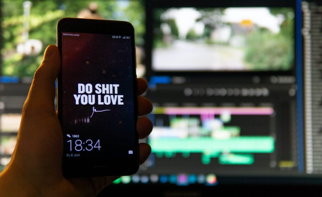 6 Benefits of buying either a Huawei or Samsung phone